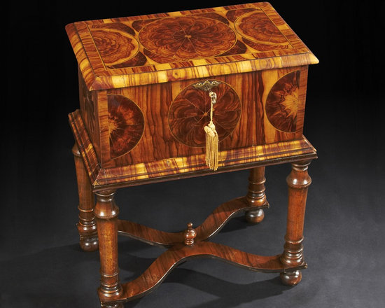 Rare William and Mary Oyster Veneer Box - Fine and Rare William and Mary Oyster Veneer Inlaid Box on Stand.