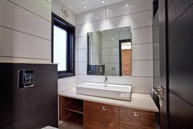 Ultra Modern Appartments in GK2, New Delhi modern-bathroom