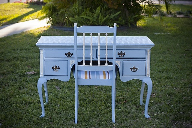 Painted and distressed furniture - beach style - computer