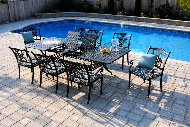 Creating poolside patio dining traditional outdoor for Poolside table and chairs