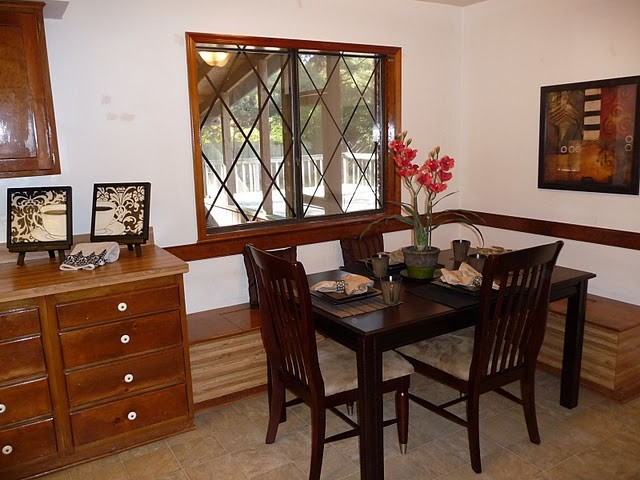 Home Staging - Vacant kitchen traditional-kitchen