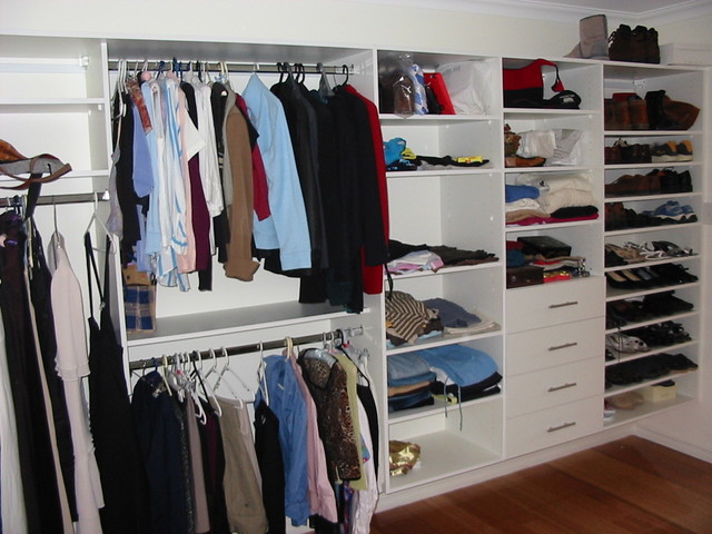 Walk in robes contemporary-closet