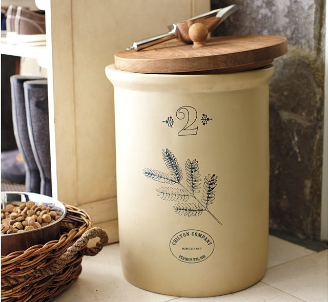 Vintage Pet Food Storage Container with Scoop traditional-pet-supplies