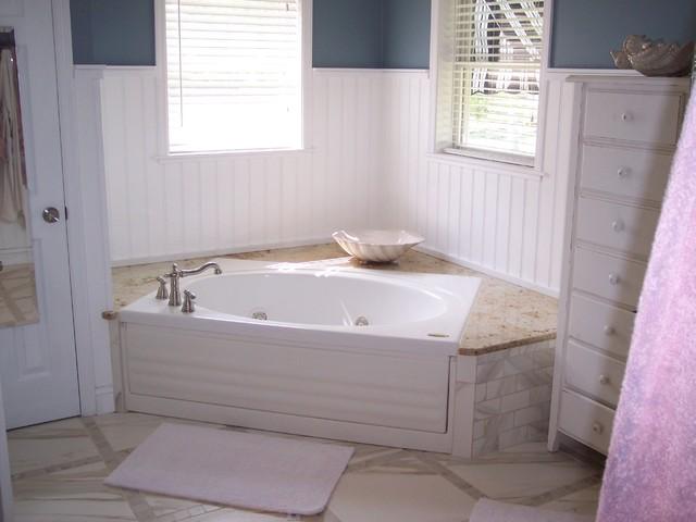 Tile traditional-bathroom