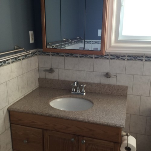 Main bathroom hate the vanity any ideas for small budget for Small main bathroom ideas