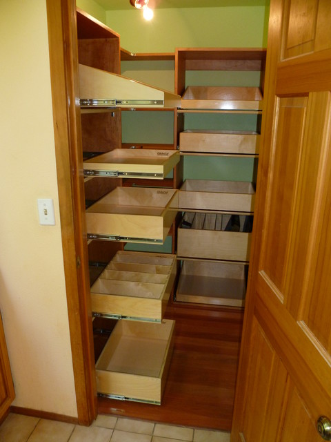 Closet and walk in pantries seattle by shelfgenie of for Walk in pantry design
