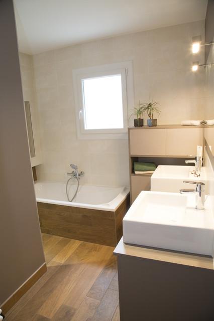 Une salle de bains aux allures de sauna tropical bathroom other metro - Salle de bain tropicale ...
