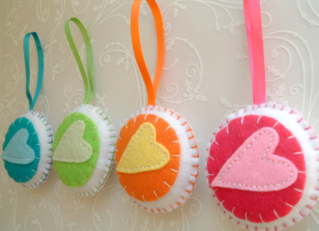 Colorful Home Decoration - Set of 4 - Bauble Heart Ornaments/favors/decor modern-home-decor