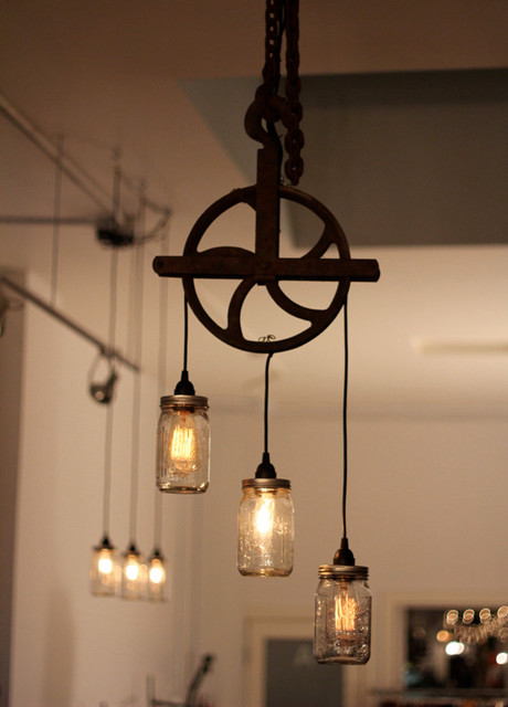 Beautiful well pulley lamp with mason jars Rustic