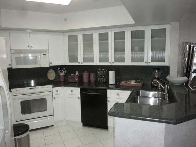 White Shaker Style Kitchen Cabinets - Contemporary - miami - by Visions