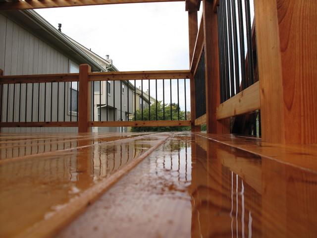 """""""Arch knotty"""" cedar deck with pergola contemporary"""
