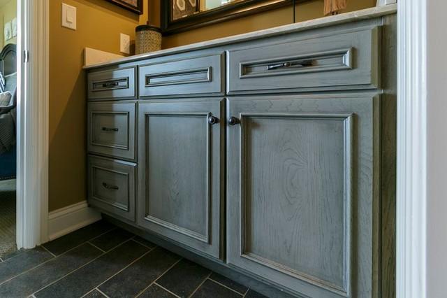 Vanities traditional-bathroom-vanities-and-sink-consoles