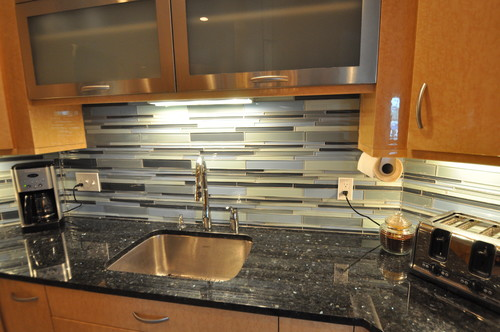 Cat Eyed Lady Emerald Pearl Granite Countertop