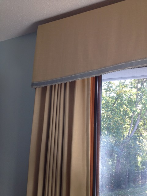 custom box pleated valance with side panels traditional minneapolis by christine sutphen. Black Bedroom Furniture Sets. Home Design Ideas