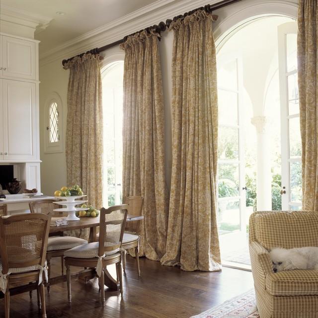 Iris traditional-dining-room