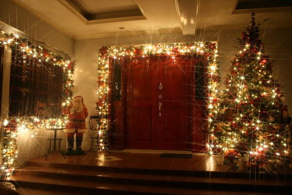 Holiday Christmas lights contemporary-holiday-lighting