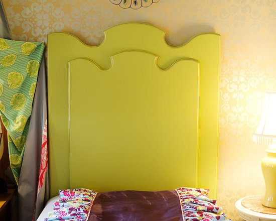 Vintage Whimsy Carved Headboard - This funky headboard reminds be of all the oddly shaped furniture in Alice in Wonderland. Plus, I love the color.