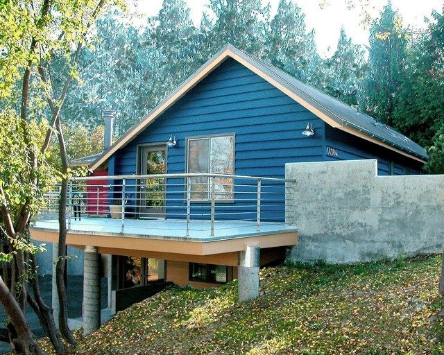 Contemporary on Sloping Site eclectic-exterior