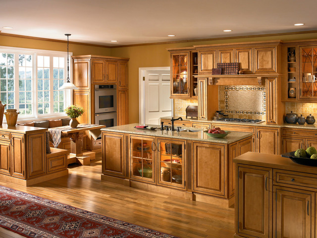 Classic Traditional Kitchen Cabinets Style traditional-kitchen-cabinetry