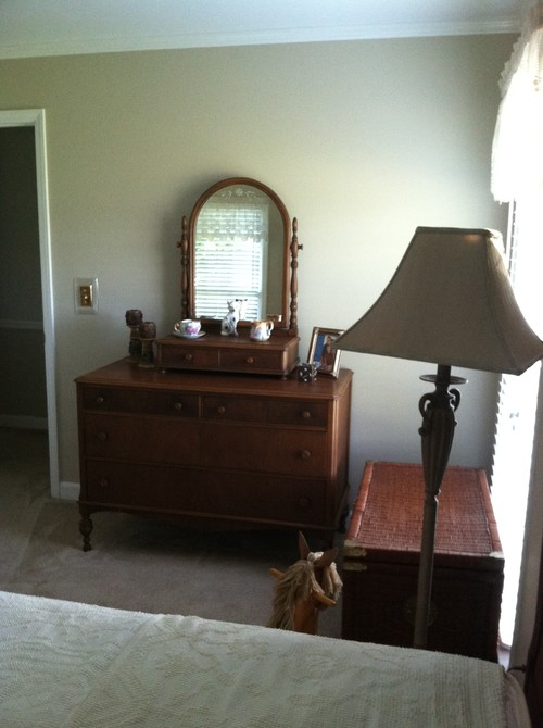 Need help with bedding and decorating my 1924 mahogany bed room set - Help decorate my house ...
