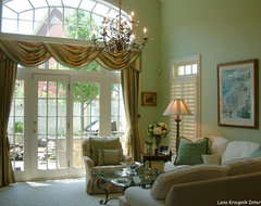 Cheerful house in Potomac, Maryland traditional window treatments