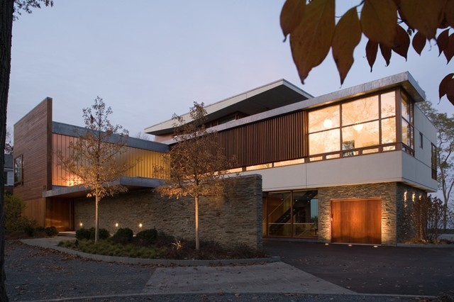 modern exterior by Grunsfeld Shafer Architects