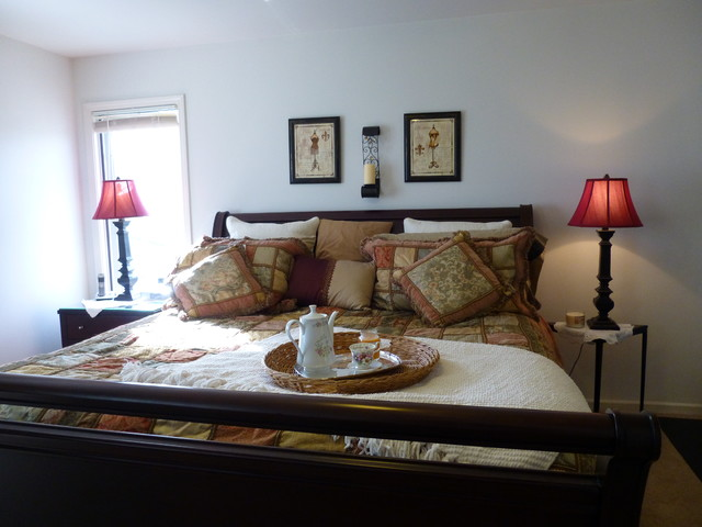 Staging traditional-bedroom