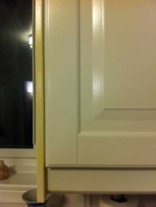 White cabinets turning yellow for White kitchen cabinets turning yellow