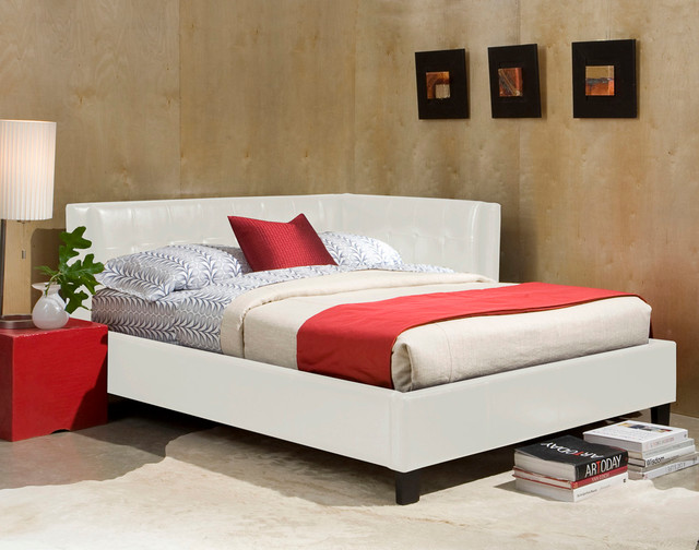 standard furniture rochester cornerbeds upholstered daybed in white full traditional. Black Bedroom Furniture Sets. Home Design Ideas