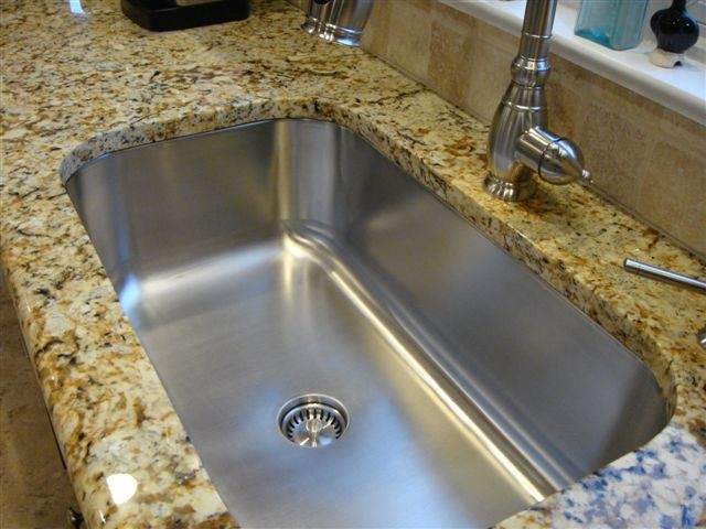 Undermount Sink In Laminate Countertop With Kitchen Faucet