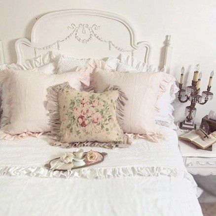 Shabby Romantic Chic Room mediterranean-beds