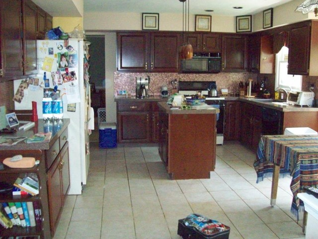 Kitchen before Home Staging traditional