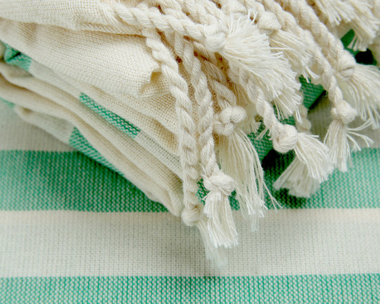Turkish Hammam - This Turkish Towel pestemal made even more evident by the five 2.5 cm green stripes at both ends of the ecru fabric. Produced of high-quality cotton yarn, using vegetable dye and therefore it is an ecological product.
