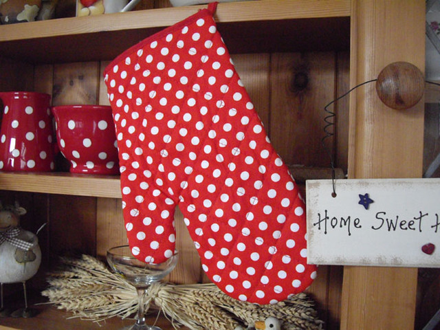 PAIR RETRO POLKA DOT SPOT OVEN GLOVE eclectic-oven-mitts-and-pot-holders