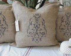 MODERN VINTAGE MARKET SHOP traditional-pillows