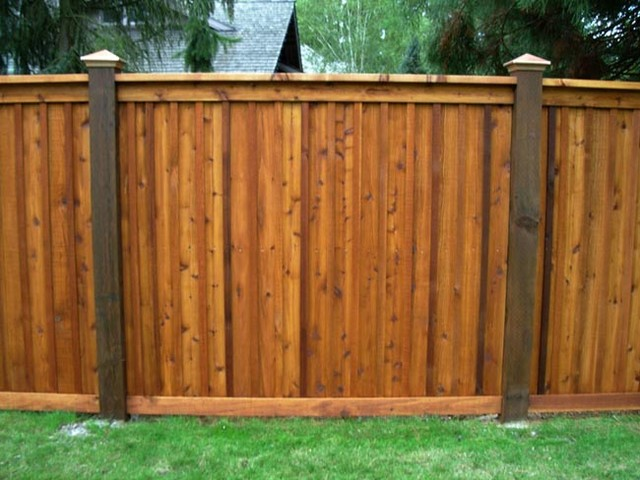 Wood privacy fences home fencing and gates chicago for Wood privacy fence ideas