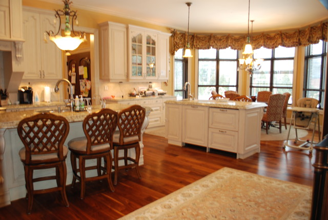 private home traditional-kitchen