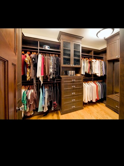 Walk In Closet craftsman-closet