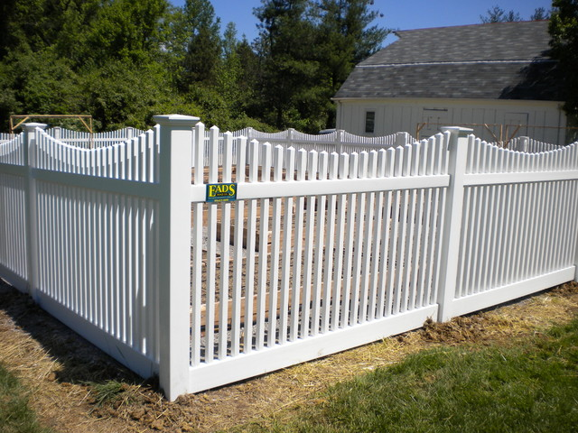 Activeyards chestnut scallop vinyl picket fence