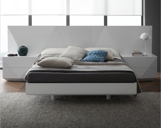 Rossetto Sapphire Platform Bed 3 Piece Bedroom in White Finish - Rossetto Sapphire Platform Bed in White Finish