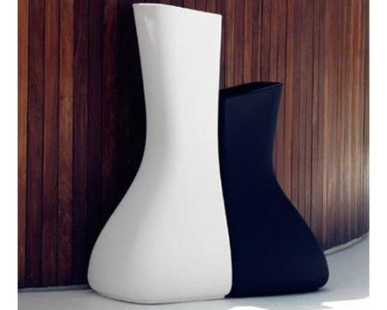 Vondom - Moma Mellizas High Planter | Vondom - Design by Javier Mariscal.