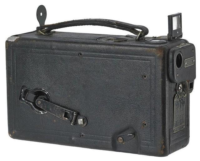 Pre-owned Vintage Kodak Cine 16mm Movie Camera contemporary-home-electronics