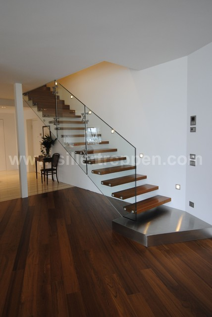 Basement Stair Landing Decorating: Glass Stair With Landing