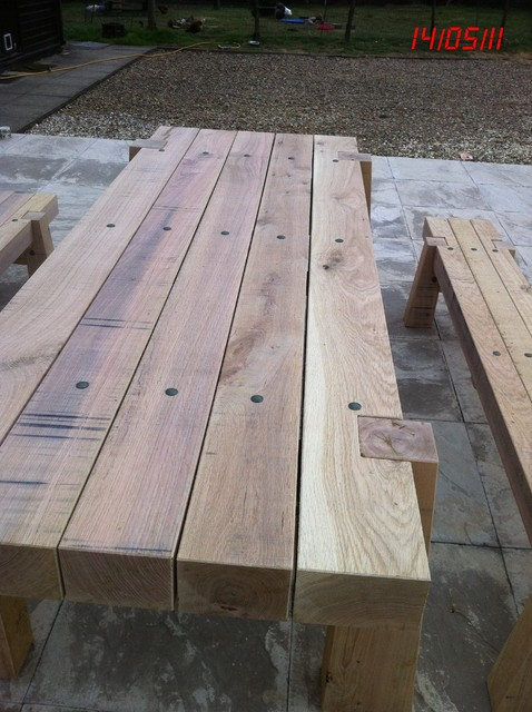 http://st.houzz.com/simgs/c2d17cf40e67fe33_4-2525/traditional-outdoor-stools-and-benches.jpg