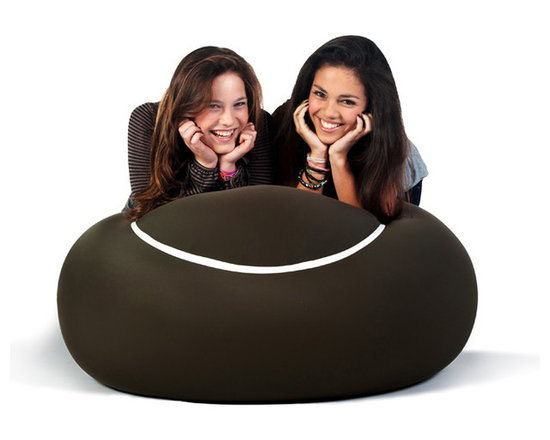 Doomoo Design - The Bool - With its round tennis ball look, the new generation of pouf is sporty in appearance...yet is ideal for cosy relaxation.