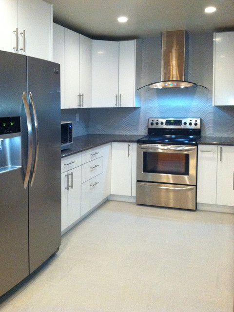 Saratoga krome collection high gloss white acrylic kitchen for Acrylic kitchen cabinets