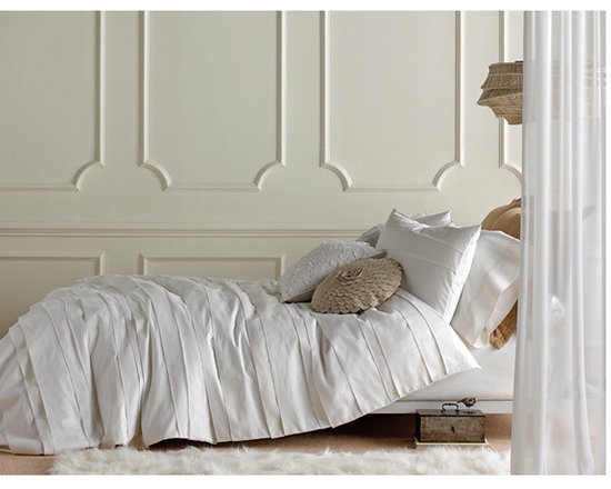 Belgravia White Duvet Set - Tailored with enormous, asymmetrical pleats across the face, our Belgravia duvet cover forms elegant drifts of smooth cotton sateen, herringbone ramie and white linen that whisper of couture boutiques and custom-designed wedding gowns. Matching shams feature two pleats over white linen. Duvet cover and shams reverse to 300tc white cotton sateen.