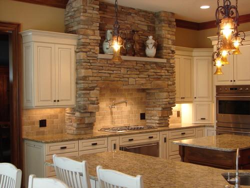 LLC Santa Cecilia Granite with Biscotti with Cocoa glaze cabinets