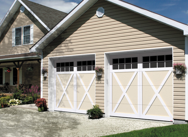 Country farmhouse style garage doors farmhouse garage for Farmhouse garage doors