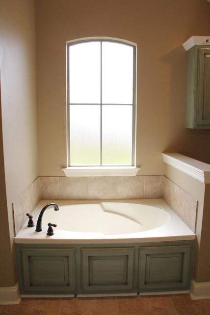 Waterford Ridge 69 traditional-bathroom